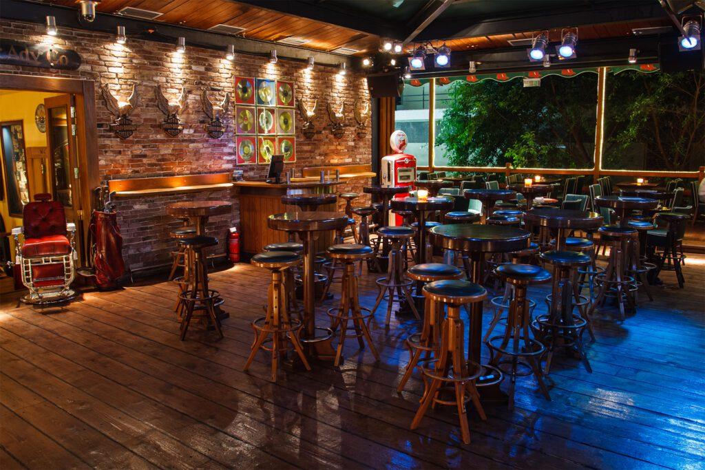 jackson-hall-bar-tables-area